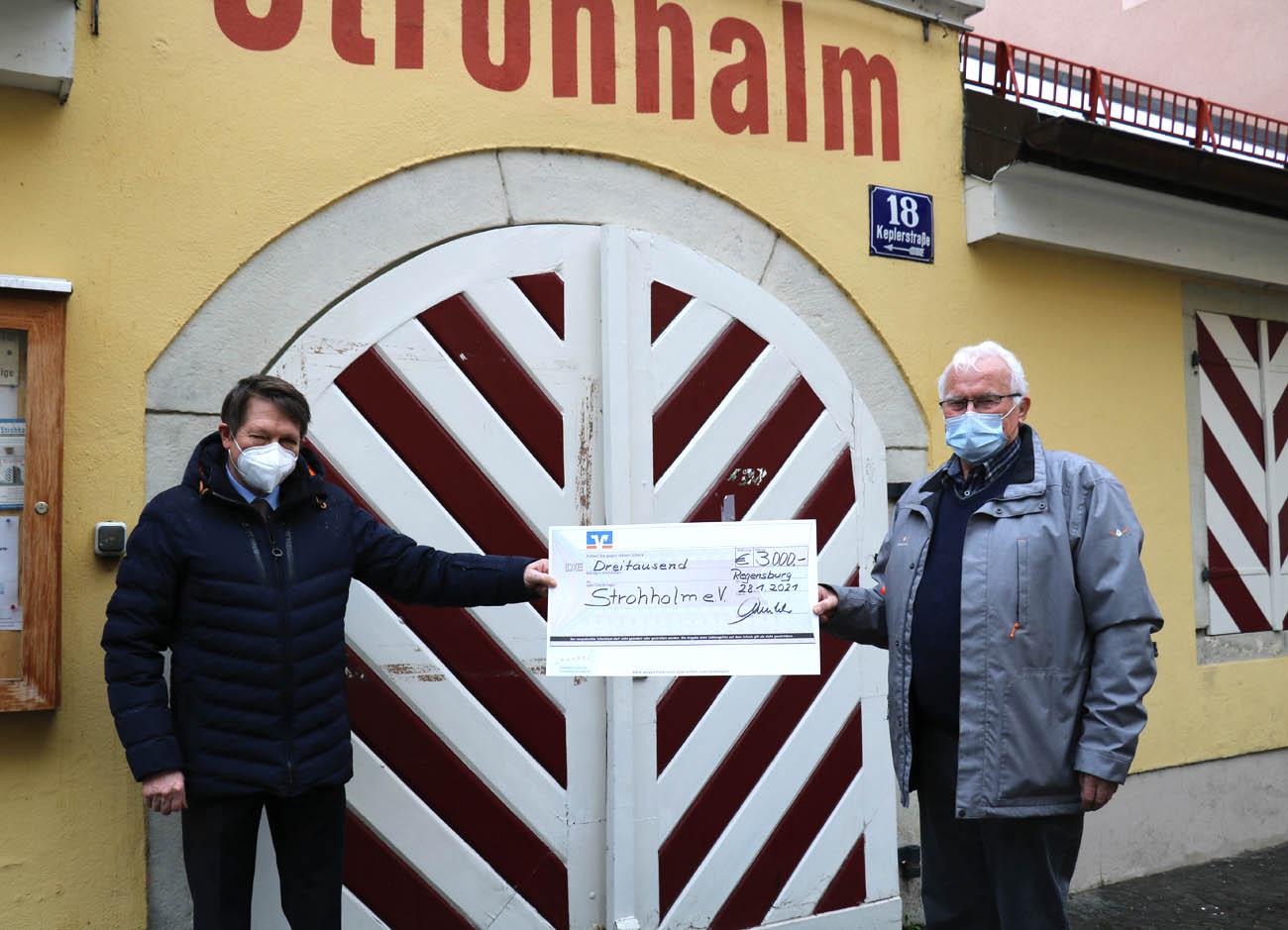 Spendenübergabe beim Strohalm Regensburg